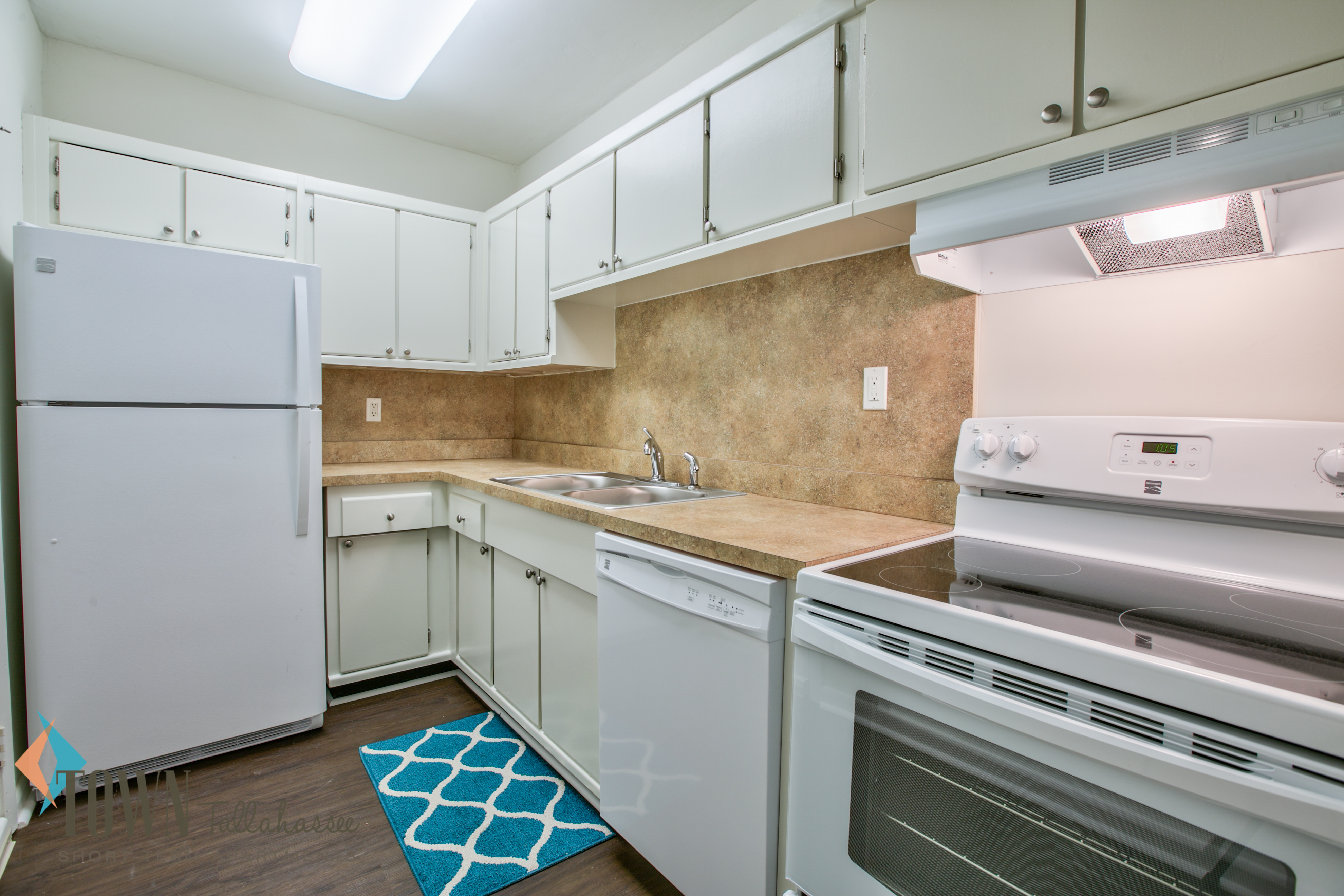 laminated countertop light of bar two metal stool brown floor granite blue pearl countertops perla stainless temporary charcoalkitchen subway island hoovers kitchen marble option cover full slate tile white stove giallo part size backsplash for cabinet